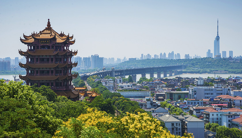 武汉是湖北省省会,是华中地区特大中心城市