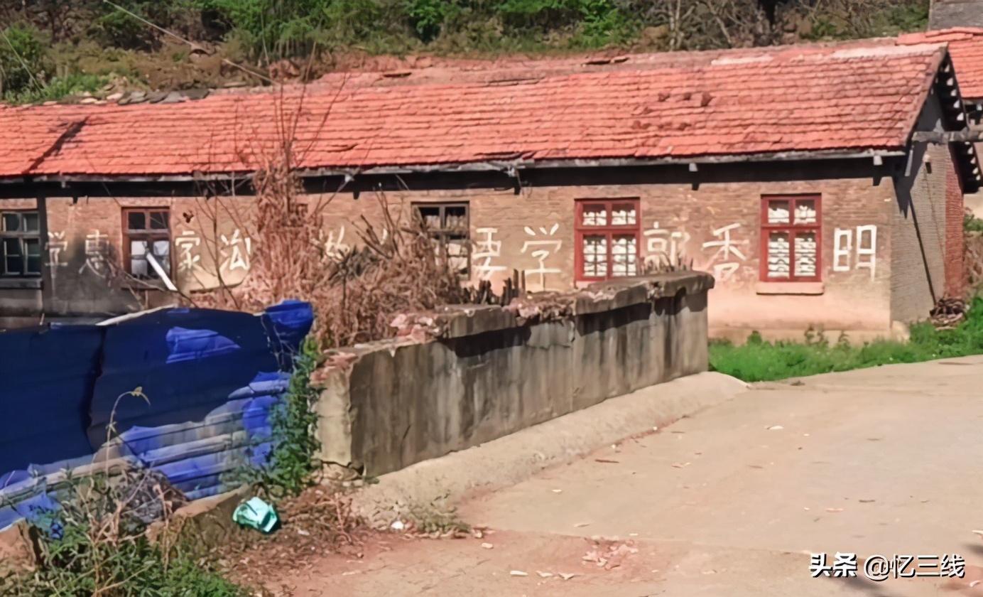 铜川废弃的战备库,曾是保管黄金钻石的仓库,如今成为养殖场