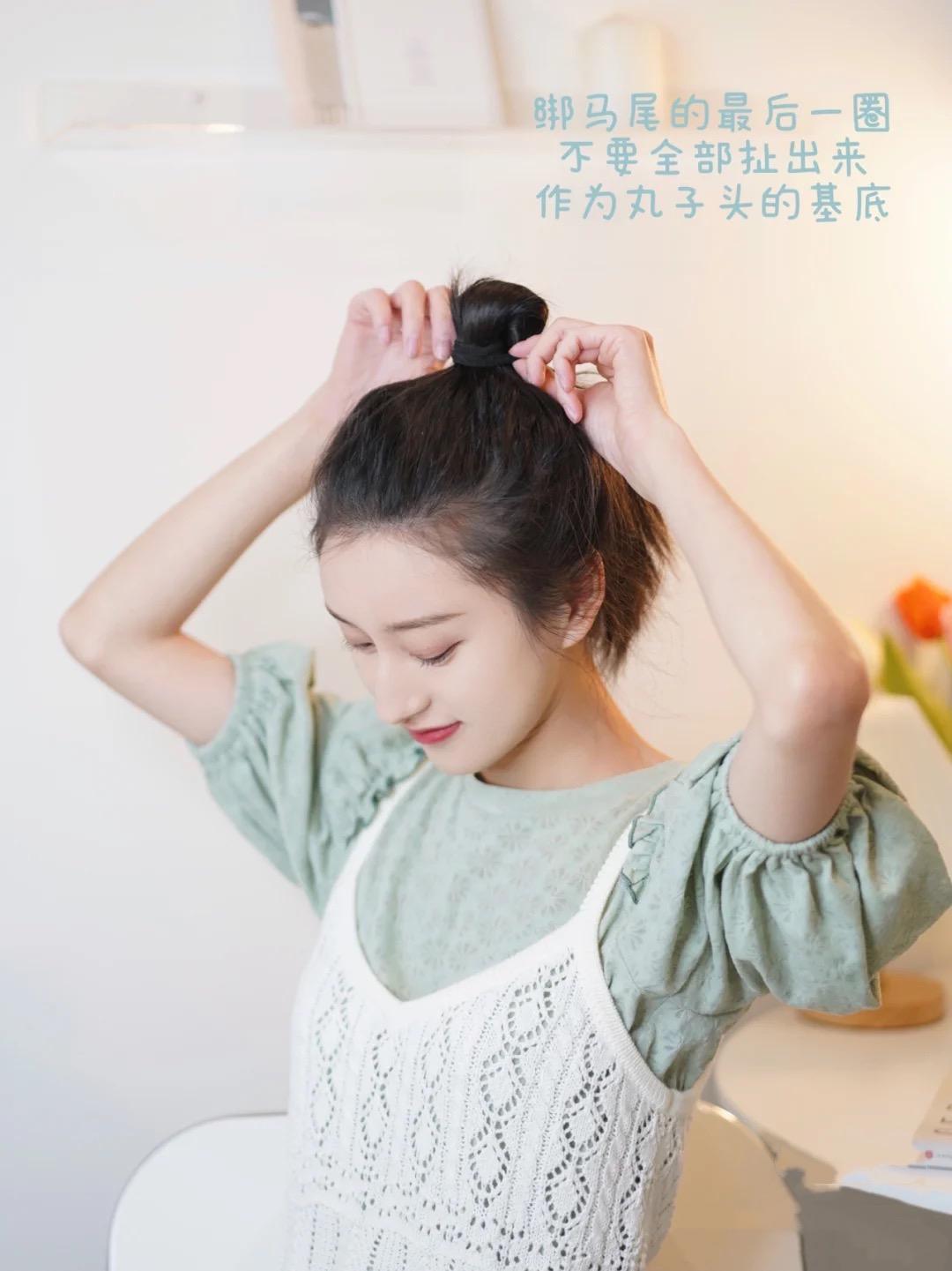 怎样盘头发既简单又好看蓬松,学着这样做,优雅大方女人味十足 盘头发 第3张