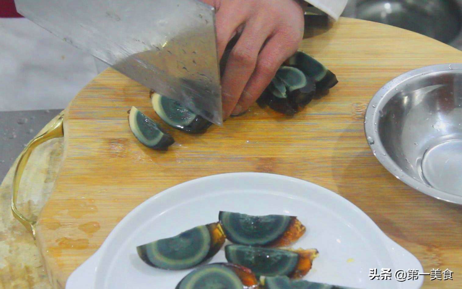 双椒皮蛋这样做,超级好吃,夏天清爽开胃,做法简单 美食做法 第2张
