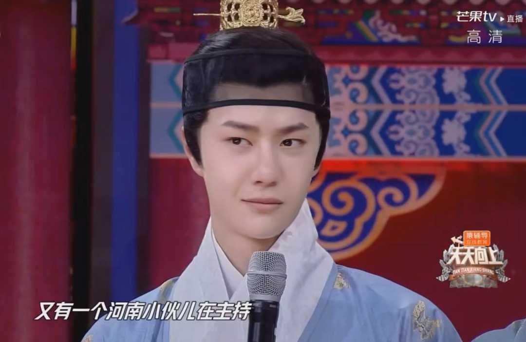 王一博:在外拍戏戴头套,回来还要戴头套,你能同情我吗?