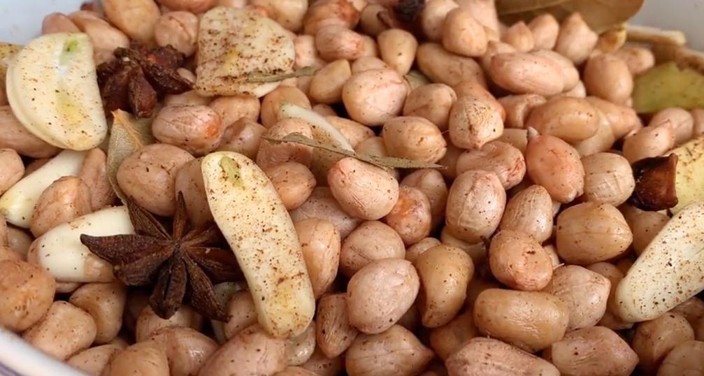 1碗花生米,1把大蒜,不油炸也不水煮,營養又健康,好吃不上火