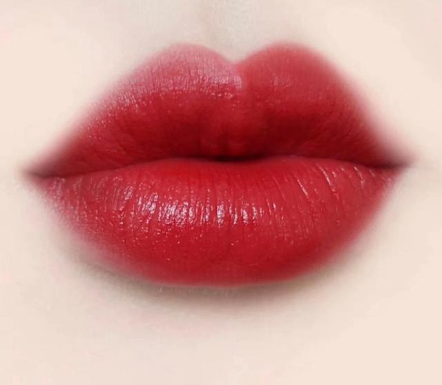 为什么都说阿玛尼的口红最好?看完这几个颜色,基本没人质疑了