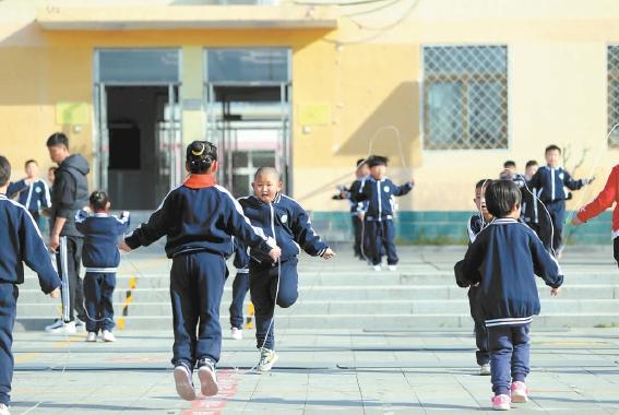 """平谷小学尝试""""零点体育"""",每天到校先上体育课再上文化课"""