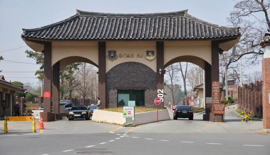驻韩美军传出噩耗,21岁飞行员离奇死在军营,军方拒绝透露原因