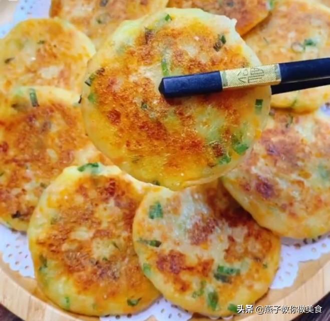 家常土豆早餐饼,不用加一滴水,就能做出最营养美味的小饼