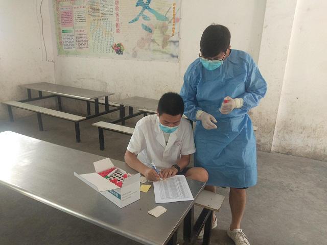 湖北省宜城市刘猴防疫站对所辖学校师生进行核酸抽检