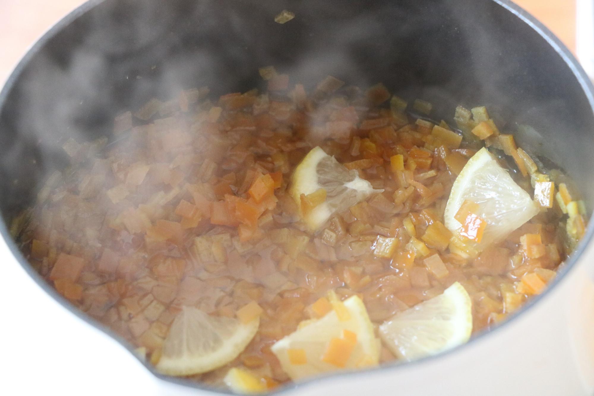 吃剩的橙子皮不要扔掉,簡單加工一下,用處多多,勝過秋梨膏
