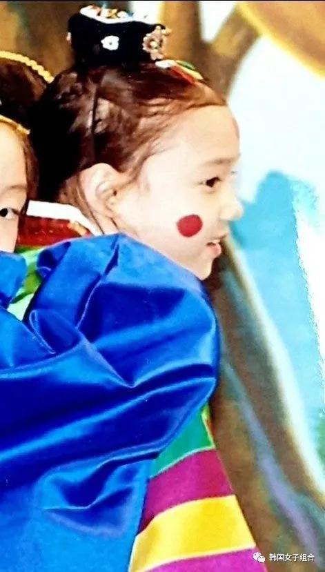 SM新女团成员新出的幼儿园旧照,韩网友:艺人就是不一样