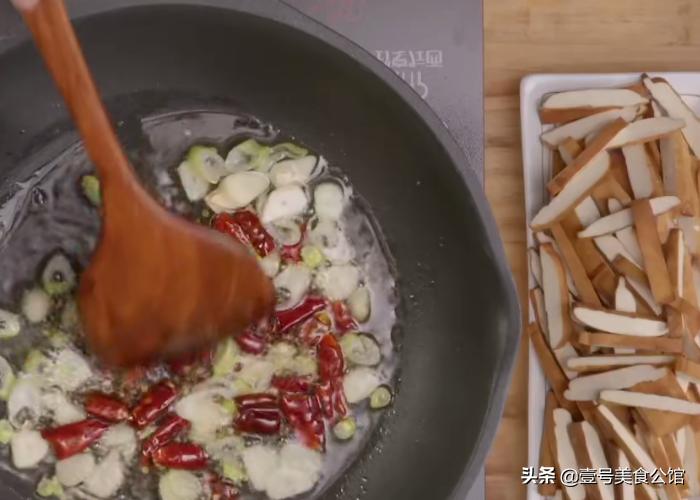 豆干这样做真好吃,简单4步就能上桌,鲜香又营养,解馋的家常菜 美食做法 第4张