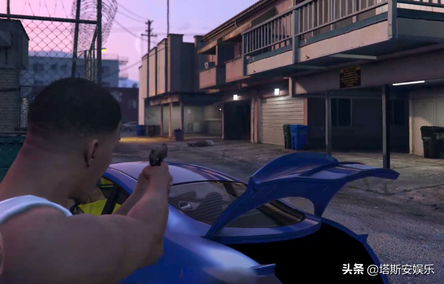 真人还原GTA5游戏场景,还真是有模有样