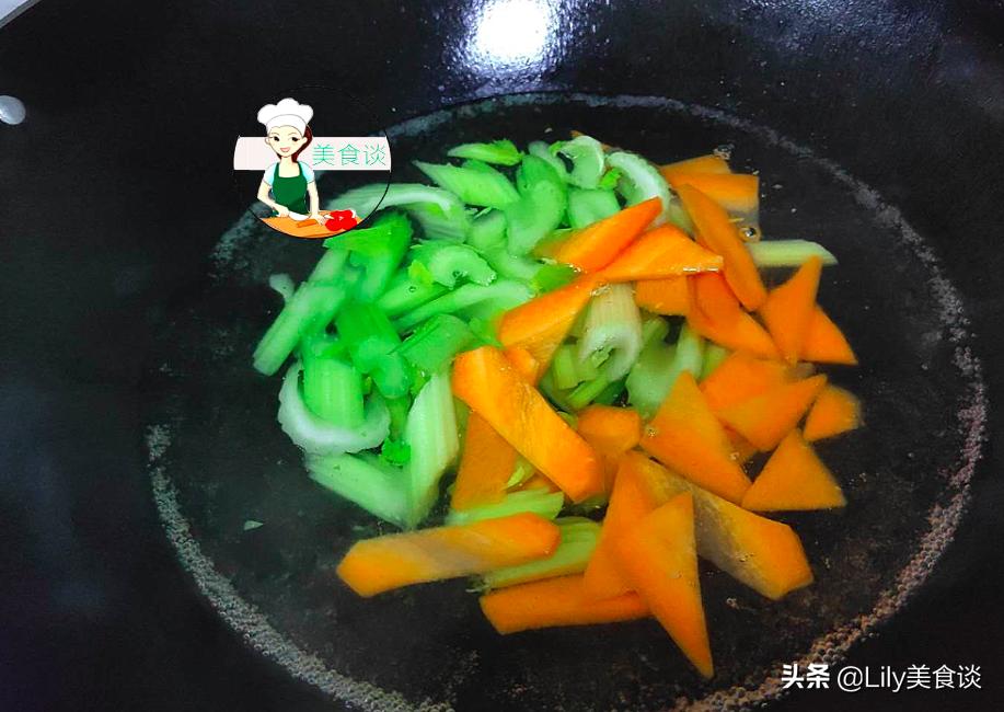 这三样素菜是绝配,一香一鲜一脆,简单一炒特美味,不放肉也很香