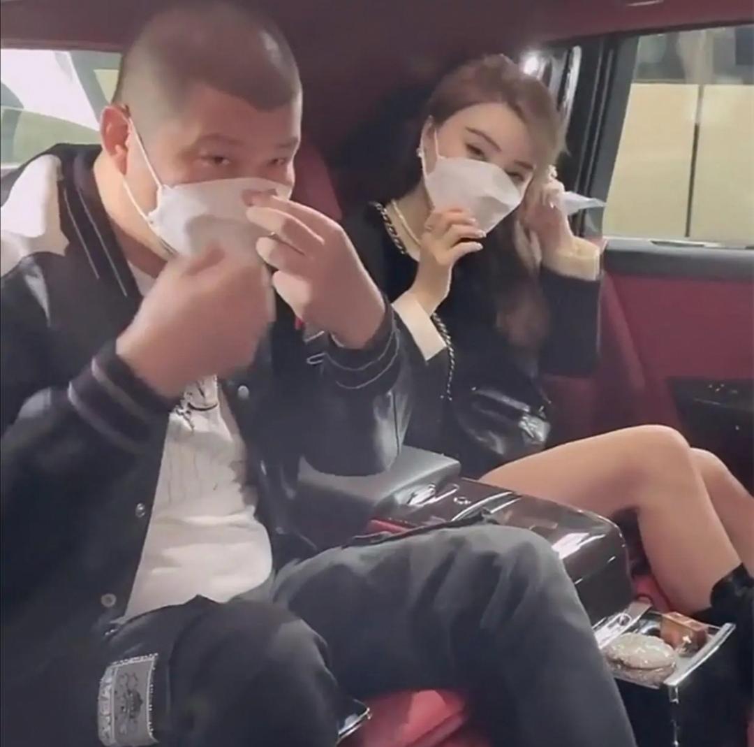网红二驴夫妇:曾是小镇青年,卖假货达5亿,现或面临15年牢狱