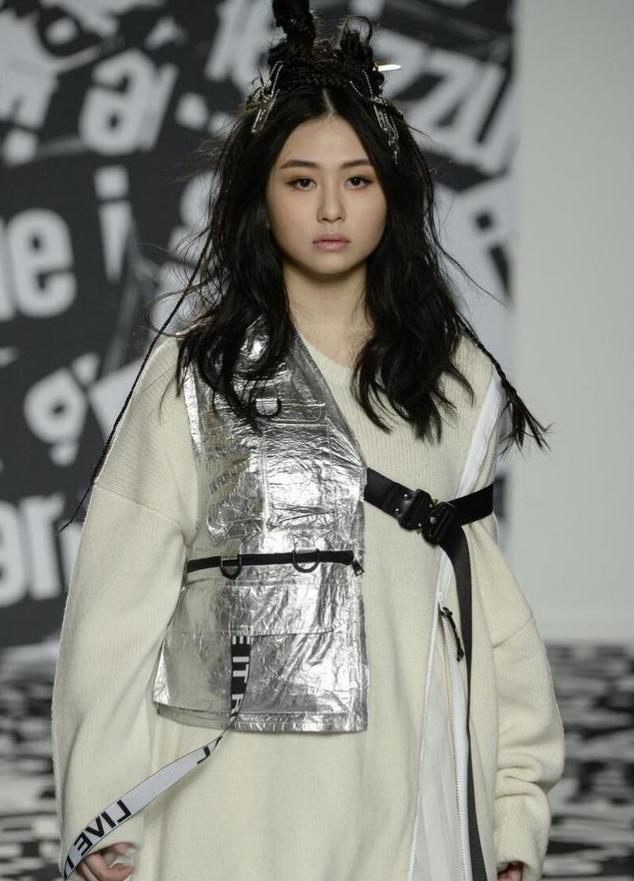 邱淑贞的女儿衣品太绝,凌乱古风造型,搭配现代造型意外惊艳
