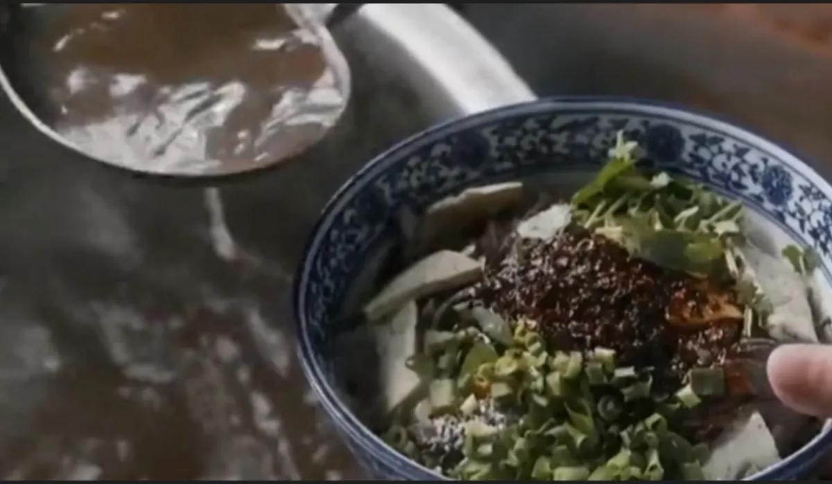 跟着《装台》说西安—西安的美食之粉汤羊血