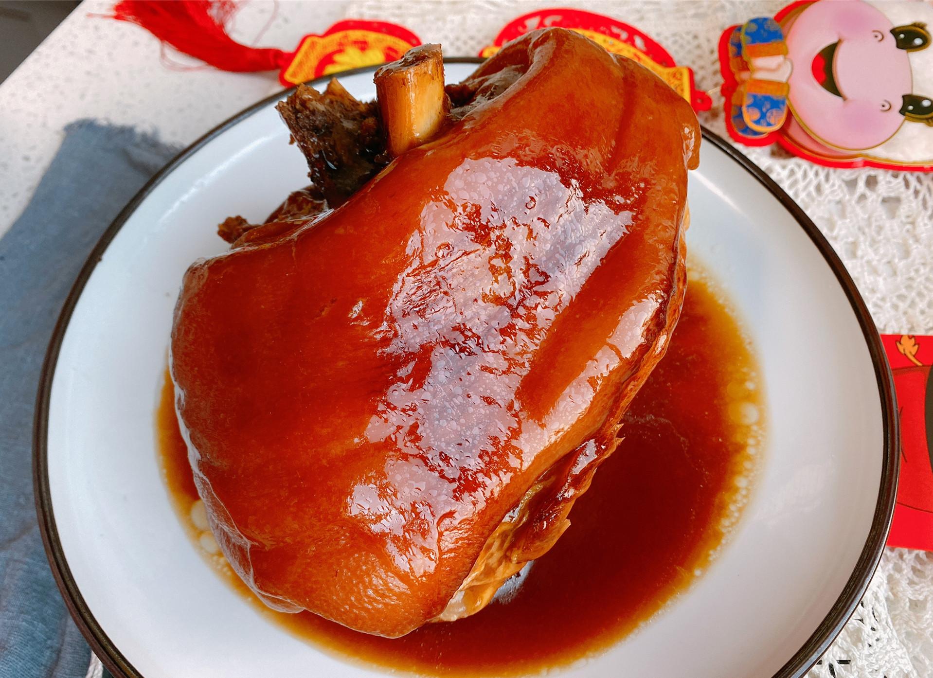 年夜飯硬菜紅燒蹄髈,簡單3步,燉的軟糯脫骨,大口吃肉真過癮