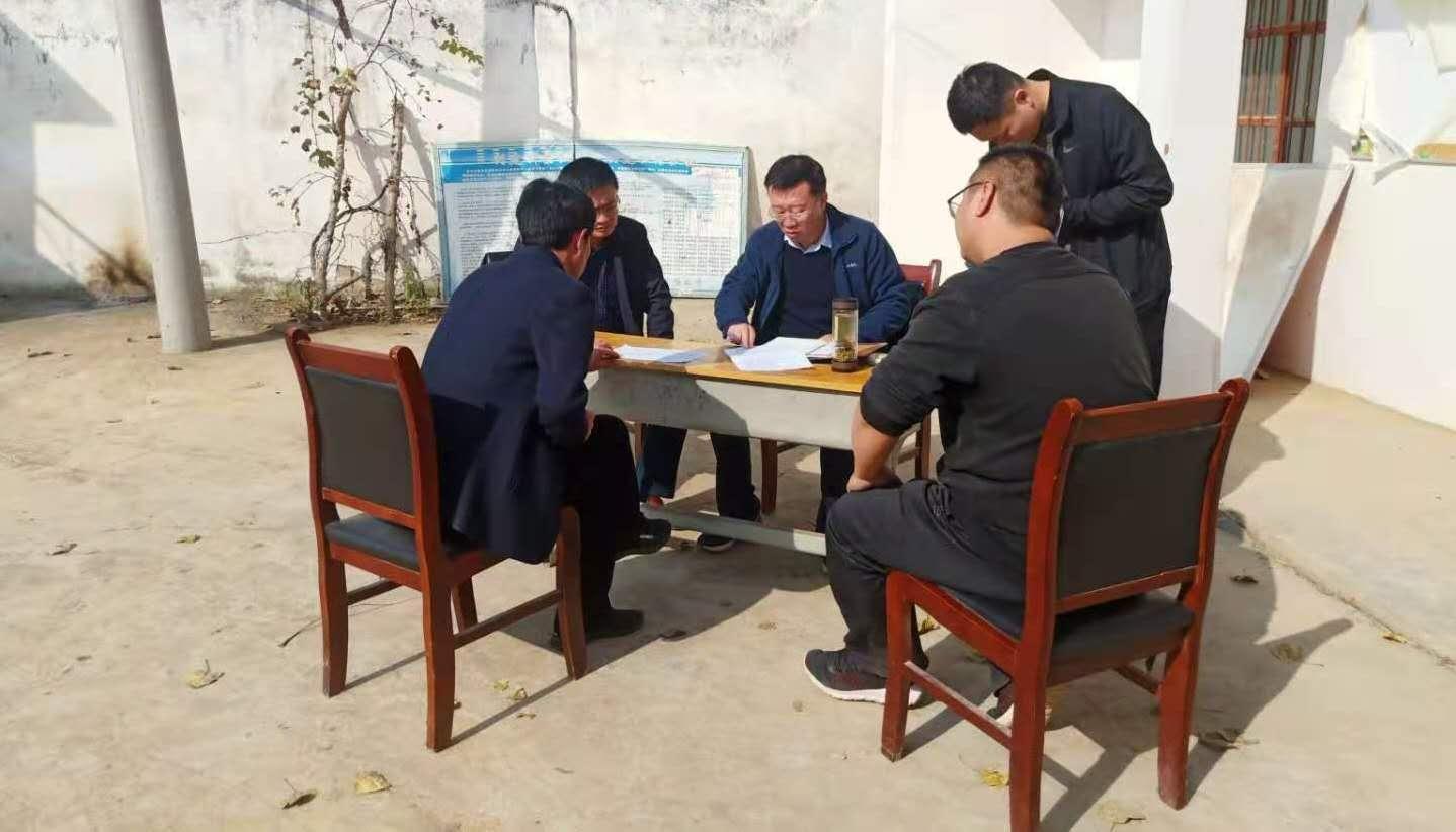 唐河县委副书记赵阳在上屯镇叟刘村调研指导脱贫攻坚