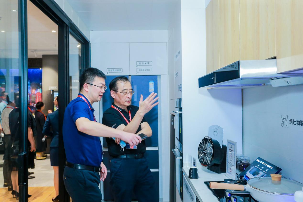 換臺廚電容易,換個廚房呢?找三翼鳥,3天就可以煥新智慧廚房