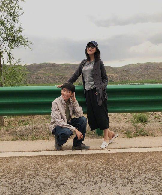 王源拍照像极了爸妈的朋友圈