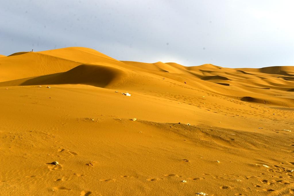 经葡萄沟火焰山一路狂奔库木塔格沙漠自驾营地