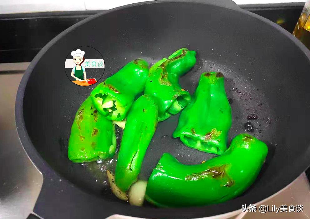 自从学会青椒此吃法,儿子吃一次馋一次,又香又下饭,做法还简单 美食做法 第9张