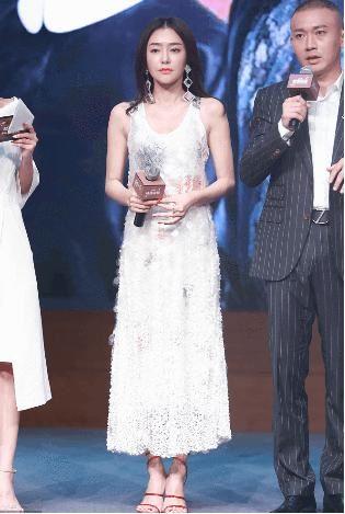 """秦岚和佘诗曼同框,网友:即使穿着""""仙女裙""""她也只能当陪衬"""