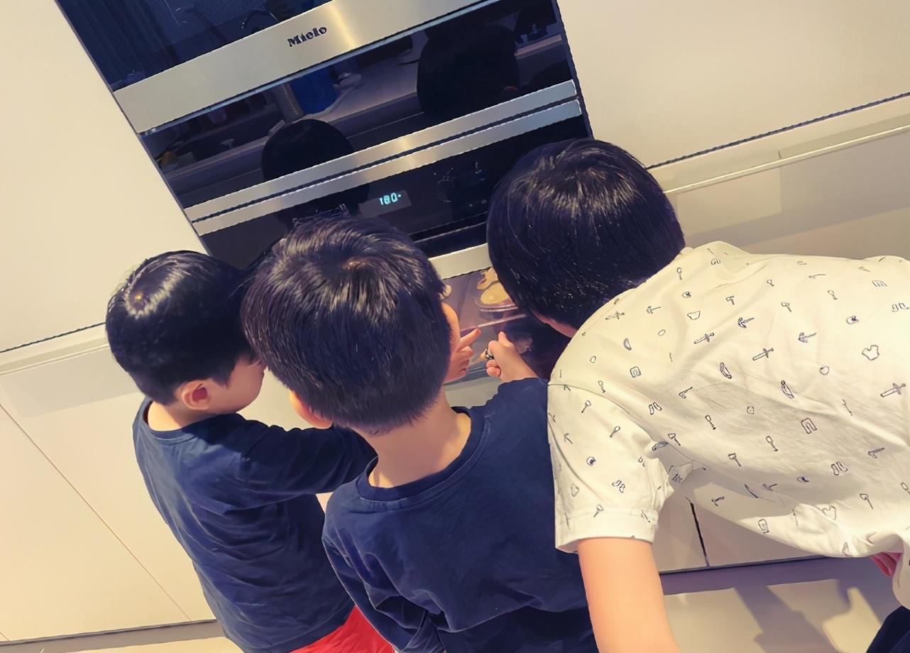 林志穎攜妻兒出遊,Kimi罕露正臉更帥了,與兩弟弟同框超溫馨