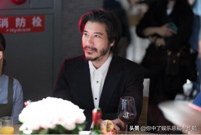 周杰伦和王力宏20年来首次协作,演唱《    》,引发粉丝年夜暴乱