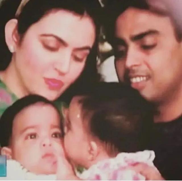 印度富婆不孕5年生3娃,陪儿子减重200斤,重回青春迷倒首富老公