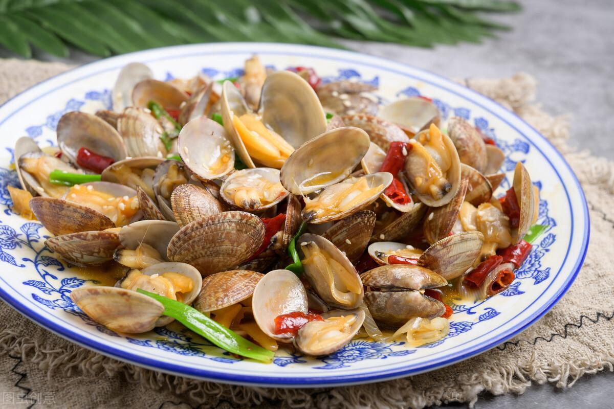 炒花蛤到底要不要焯水?老渔民教你一招,花蛤肉质鲜嫩无沙粒 美食做法 第2张