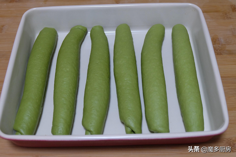 把抹茶粉放进面粉里,烤一盘软软的绿色面包,营养健康好吃 美食做法 第13张