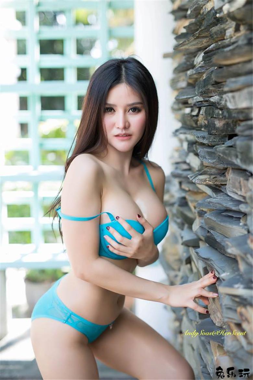 木瓜奶真香!泰国大湿胸正妹Blue Jirarat盛产放心奶源让你喝到饱!