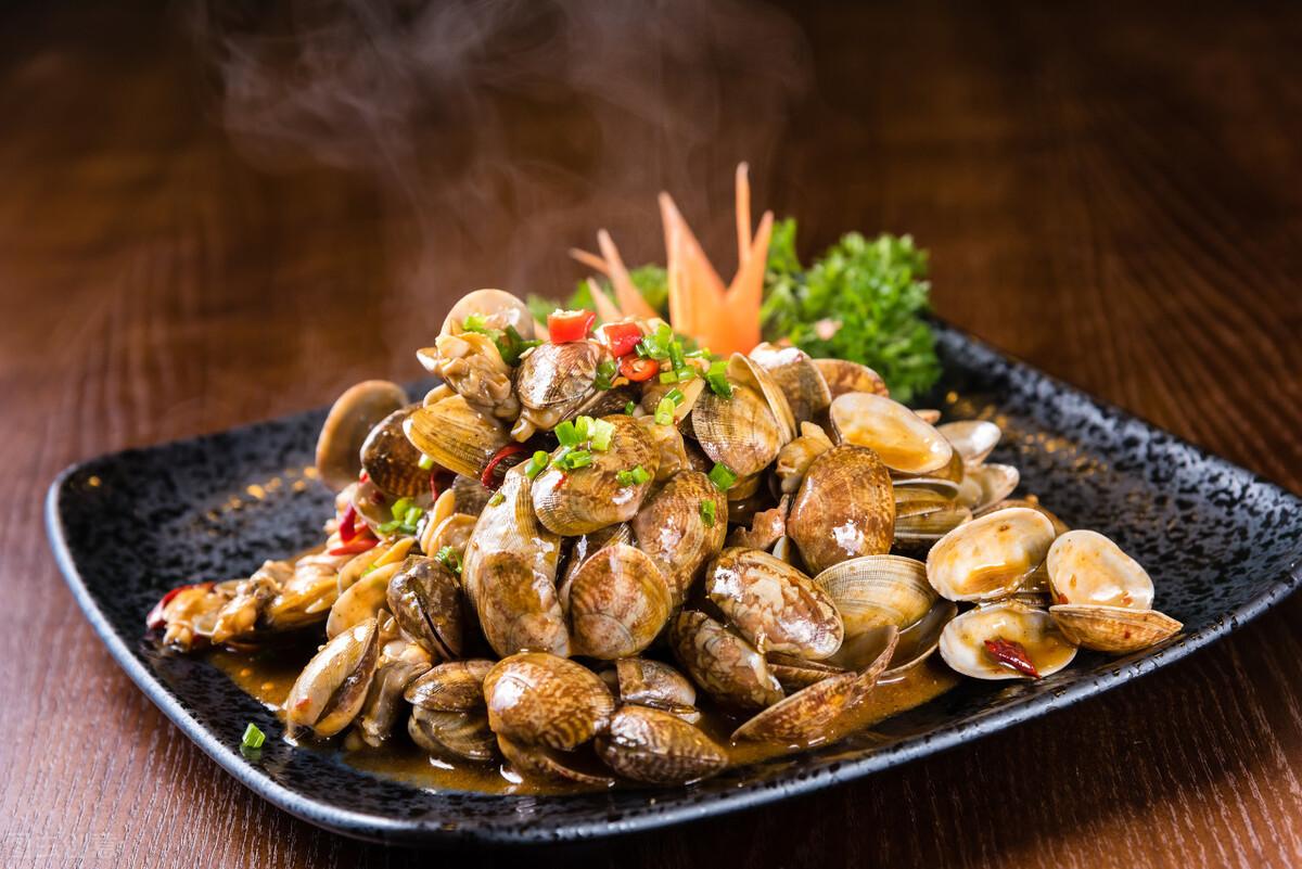 炒花蛤到底要不要焯水?老渔民教你一招,花蛤肉质鲜嫩无沙粒 美食做法 第8张