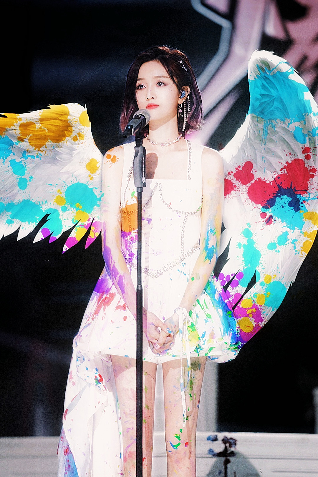 吴宣仪周洁琼泼墨舞台,赤脚双花好美,惊艳的表现却遭淘汰