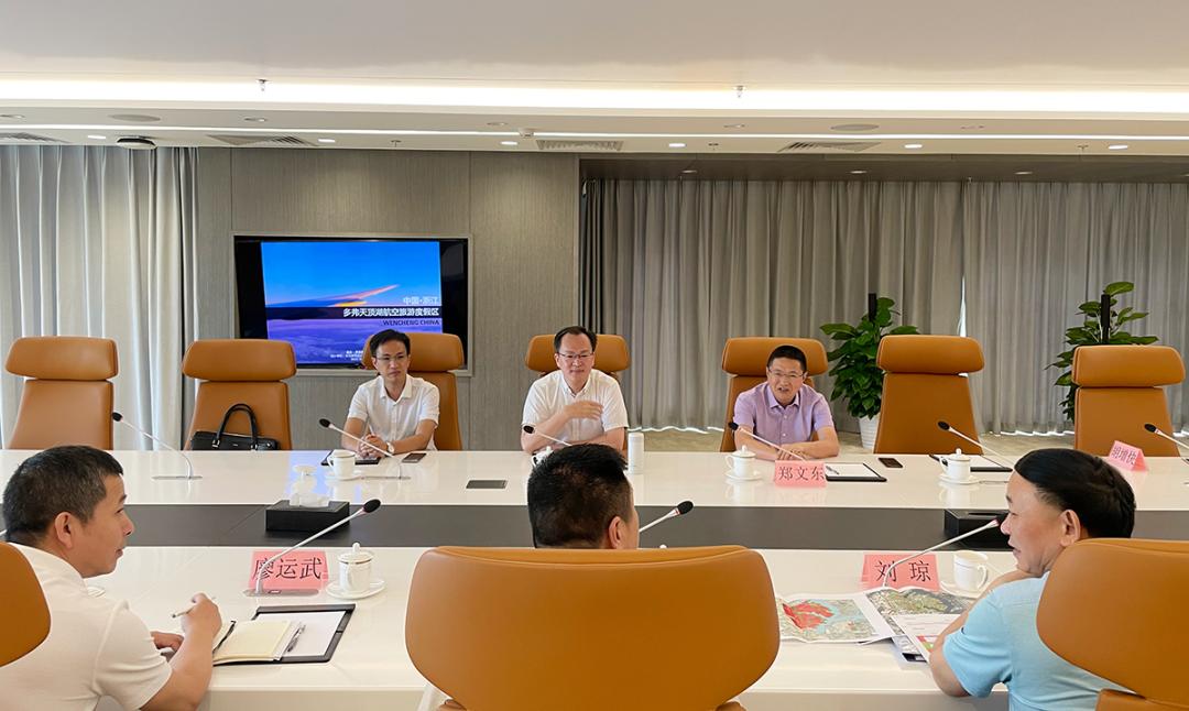 胡兴荣董事长与来集团考察的文成县委书记刘中华一行举行会谈 