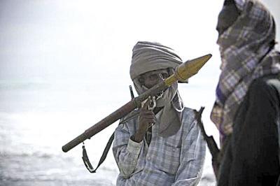 索马里海盗最丢脸的一次抢劫:挟持货船2年没人来赎,还要养人质