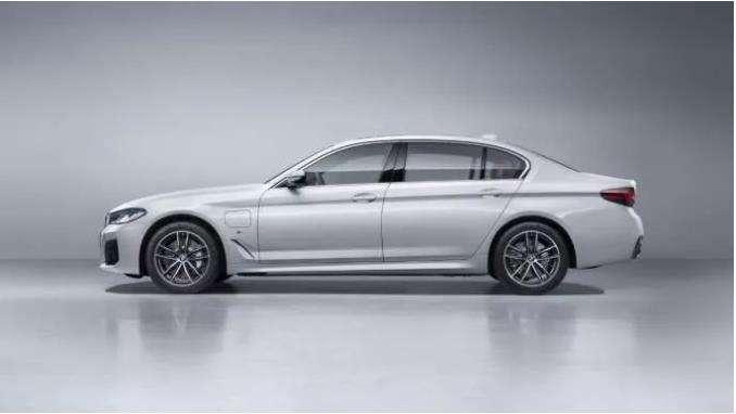 新BMW 5系插电式混合动力,离向往的生活仅一步之遥
