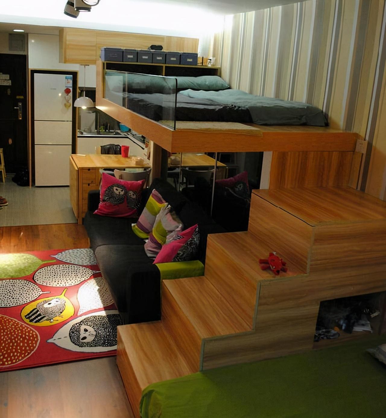 三口之家擠45平的家,睡覺在空中,這就是100萬買的學區房