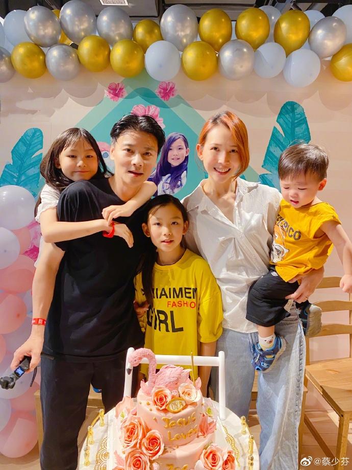 蔡少芬一家為大女兒慶生,10歲湯圓很像媽媽,弟弟被迫營業太搶鏡