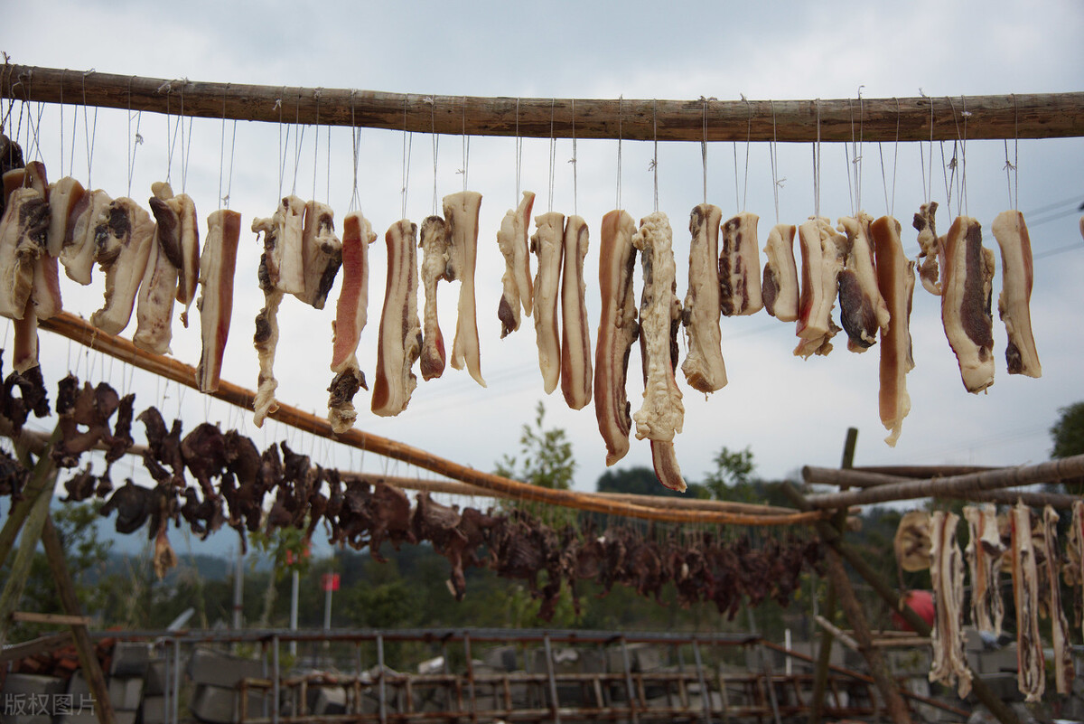 蒸臘肉時,別直接上鍋蒸,牢記3個技巧,臘肉美味好吃還入味