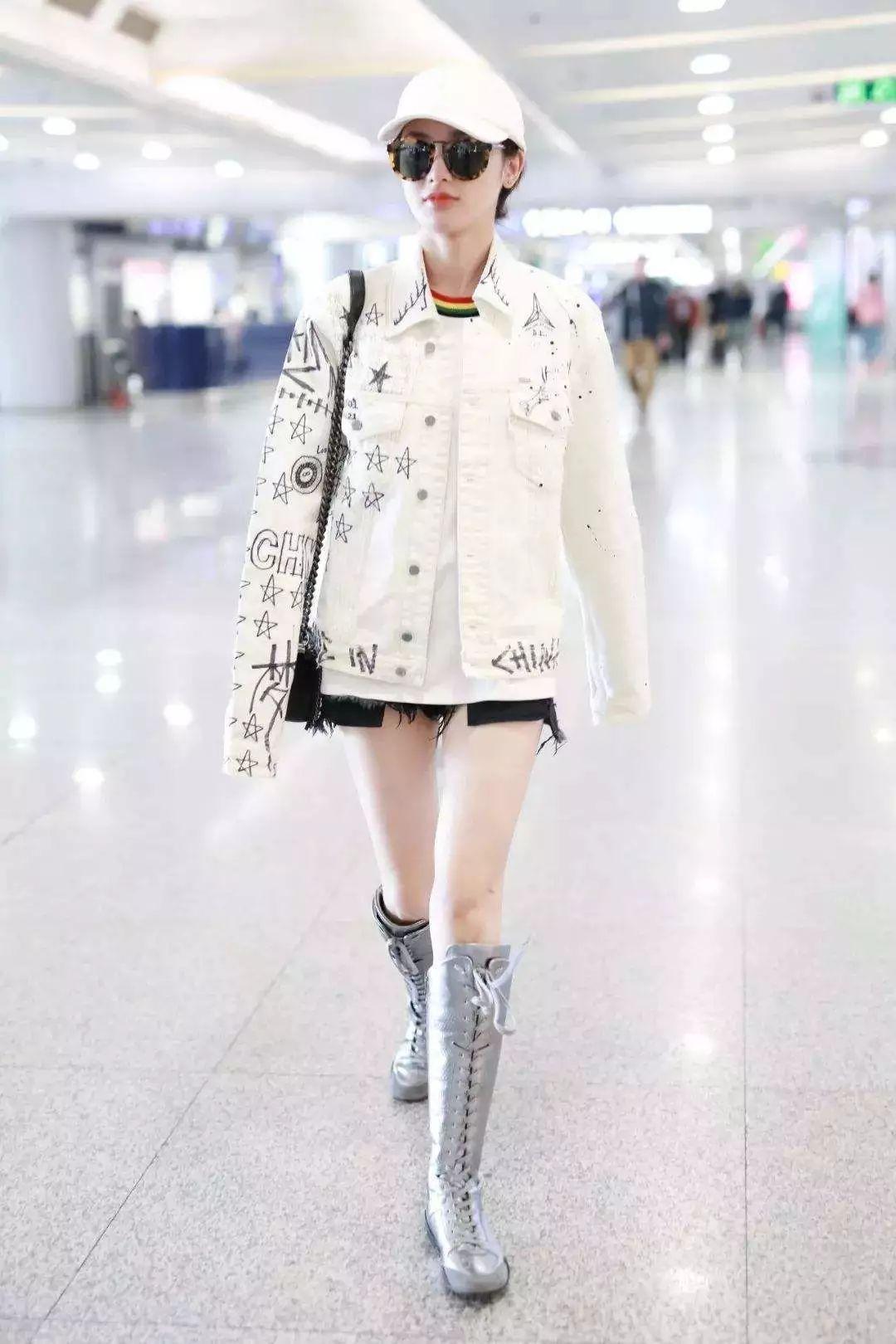吴谨言拎1万4买菜包走机场,4分短裤配马丁靴,终究还是不合适
