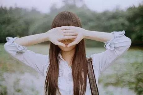 生活情感的句子:总有一段情,一向住在心里,却告别在生活里