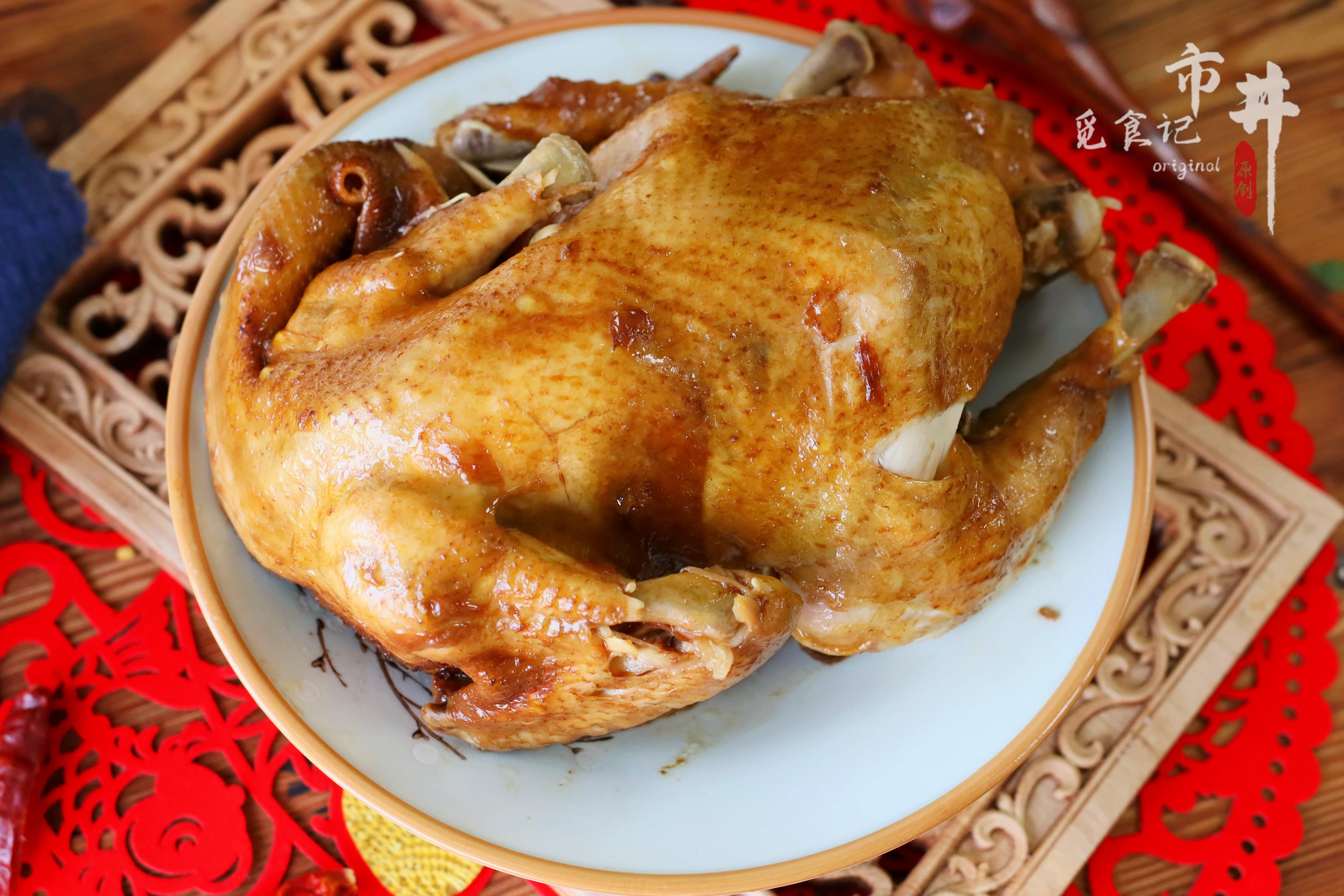 """把1只鸡放进电饭锅,皮酥肉烂味道香,""""一人食""""过年也有硬菜了"""