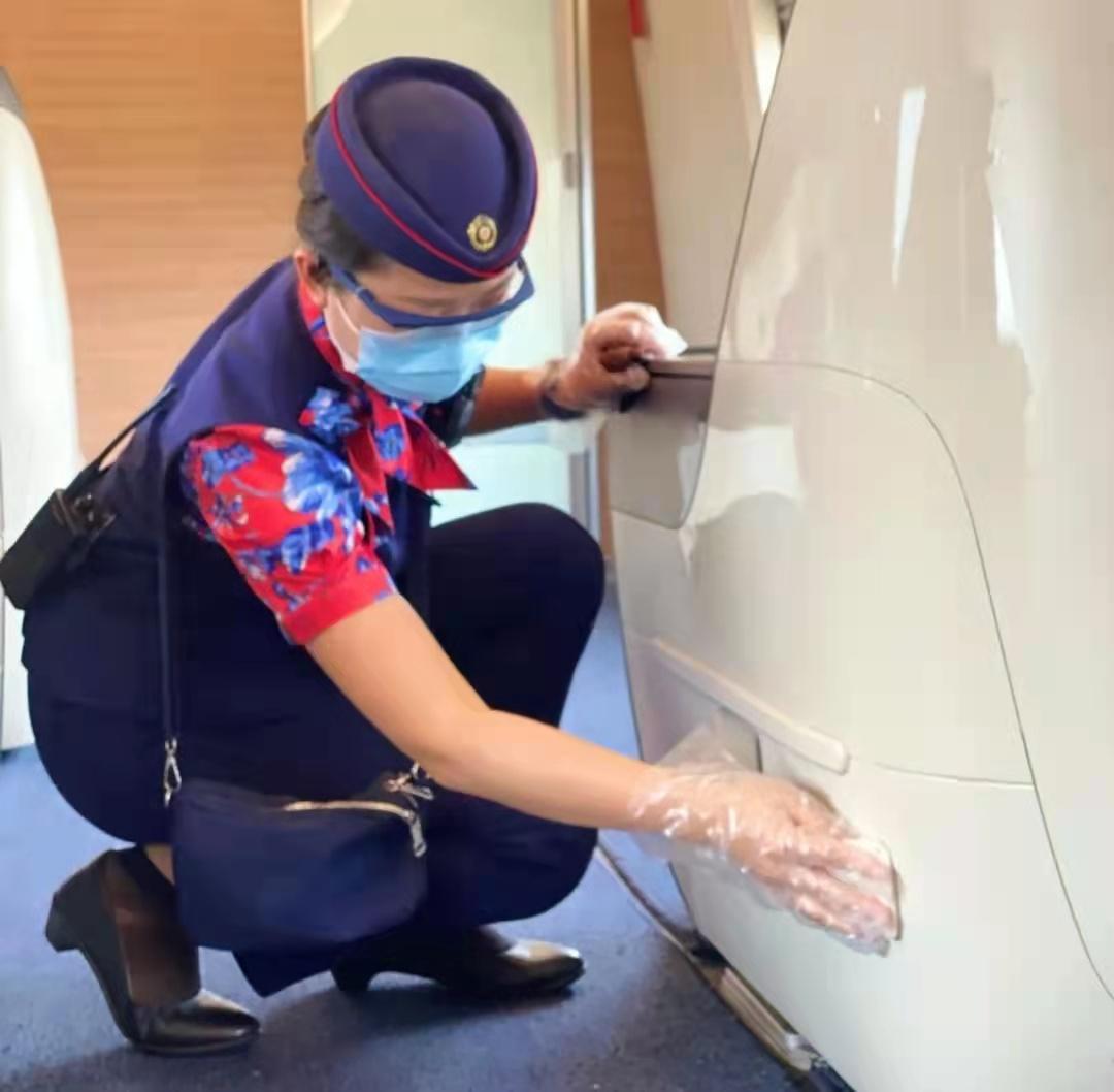 楊慧鵬:鄭州高鐵一隊團員青年做好復開進京動車服務