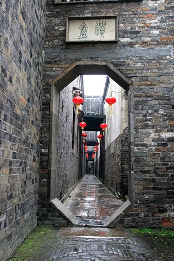 曾祥裕团队风水杨州行 小巷深处访古 揭秘古城往昔之美