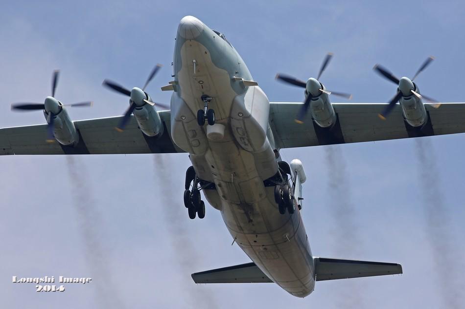 美军无人机再入东海防识区,解放军实际使用武器正在开火,军事误判边缘不断试探