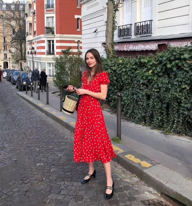 穿衣有气质的女人,通常不会放过这五条裙子,充满法式风情又显瘦