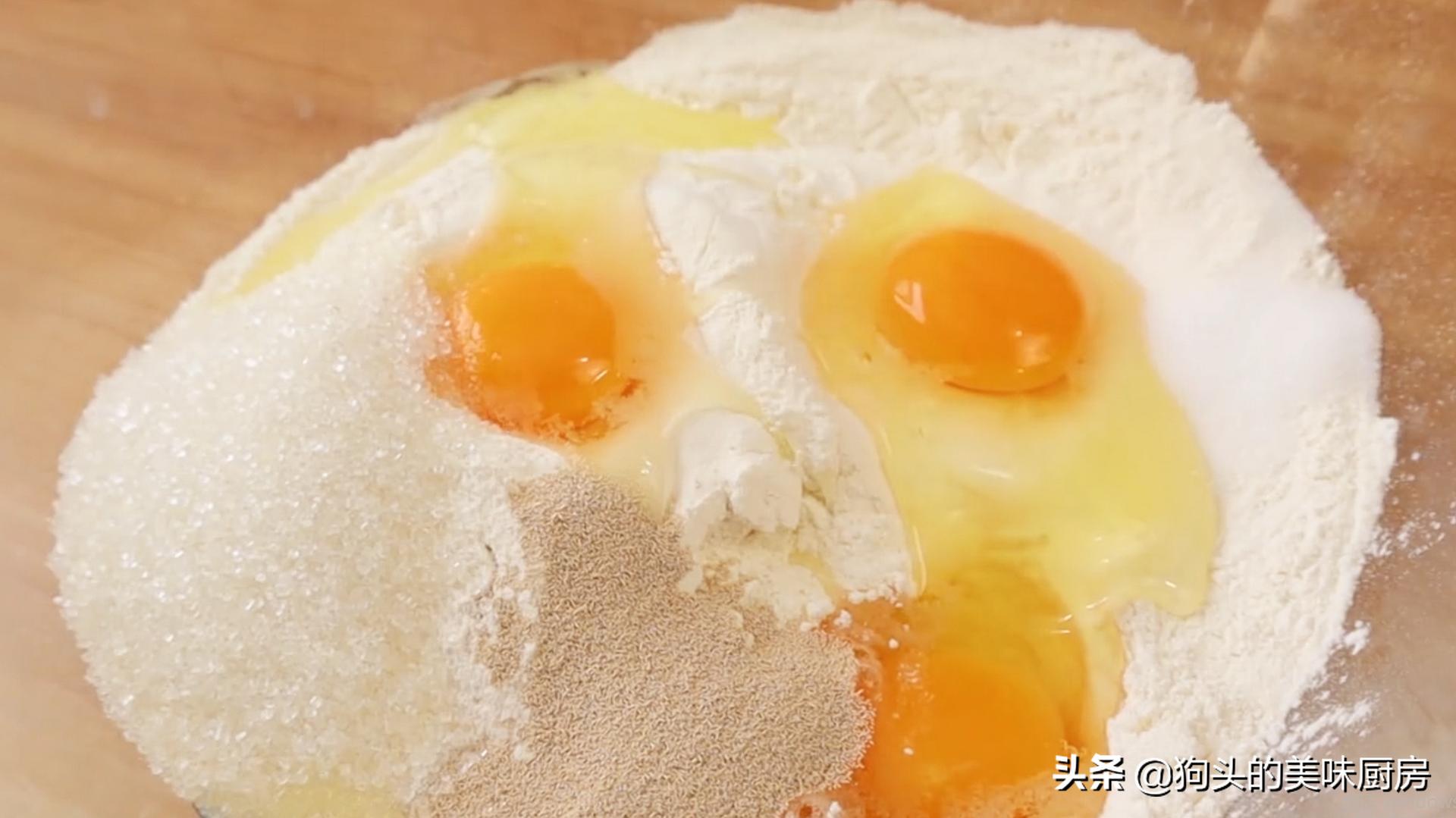 一碗面粉,3个鸡蛋,手指一戳一转,香甜松软,比买的面包还好吃 美食做法 第4张