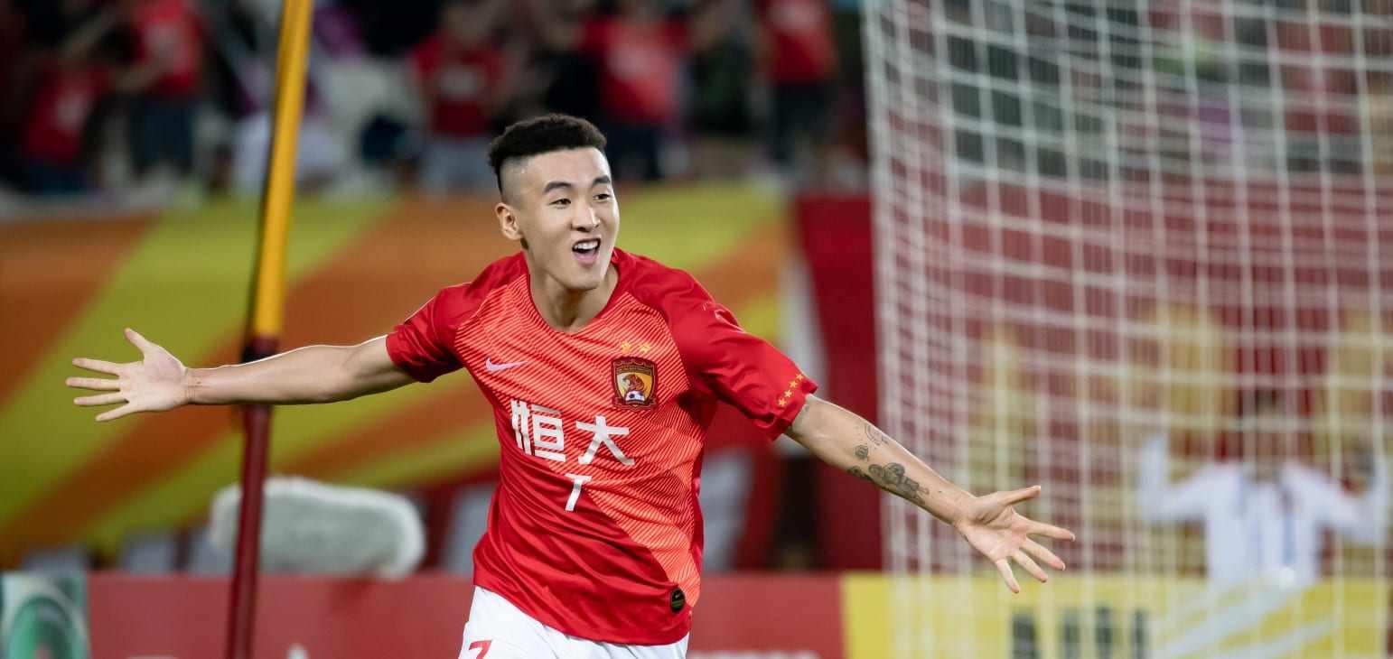 武磊不再孤单!中超又一位球员留洋,西班牙联赛再添中国面孔