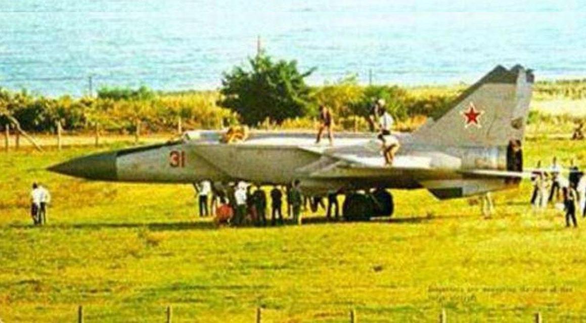 当年驾驶米格-25叛逃的苏联飞行员,是什么下场?